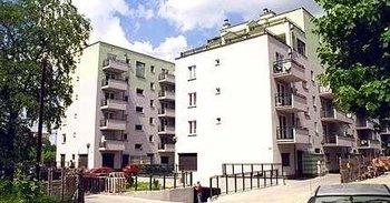 Krowodrza Górka, ul. Kluczborska 31Termin realizacji: II kwartał 2001Pięciopiętrowy, czteroklatkowy blok mieszkalny przy ul. Kluczborskiej 31 nasza firma oddała do użytkowania w 2001 roku. W przyziemiu budynku znajduje się wielostanowiskowy garaż.