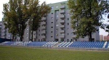 """Krowodrza Górka, ul. Fieldorfa-Nila 9Termin realizacji: I/II kwartał 2003Siedmiopiętrowy, czteroklatkowy budynek mieszkalny (138 mieszkań), usytuowany przy stadionie sportowym KS """"Clepardia"""", oddaliśmy do użytkowania w dwóch etapach, w 2003 roku."""