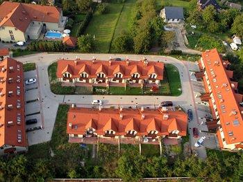 Firma Quercus prowadzi inwestycje mieszkaniowe na terenie miasta Wieliczki od 2004. Zrealizowała m.in. budowę  osiedli: Chabrowe Wzgórze, Fort Kościuszko, Kaczeńce, część osiedla przy ul. św. Barbary. Aktualnie realizujemy budowę II etapu Osiedla Pod Pomnikiem w Wieliczce.