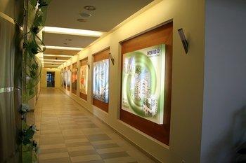 """""""Pasaż Ruczaj""""  Centrum handlowo-usługowe """"Pasaż Ruczaj"""" powstało jako uzupełnienie infrastruktury osiedli Szuwarowa i Bobrzyńskiego."""