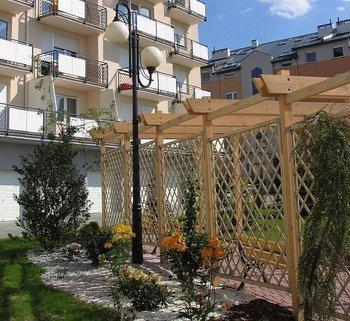 """""""Osiedle Szuwarowa""""  Nasza pierwsza duża inwestycja znana jest w Krakowie ze starannego zagospodarowania terenu i wysokiej jakości zbudowanych mieszkań."""