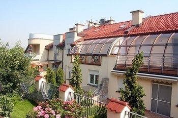 """""""Osiedle Koszarówka""""  Śliczne domy w chronionym kompleksie zbudowane zostały w 2007 roku."""